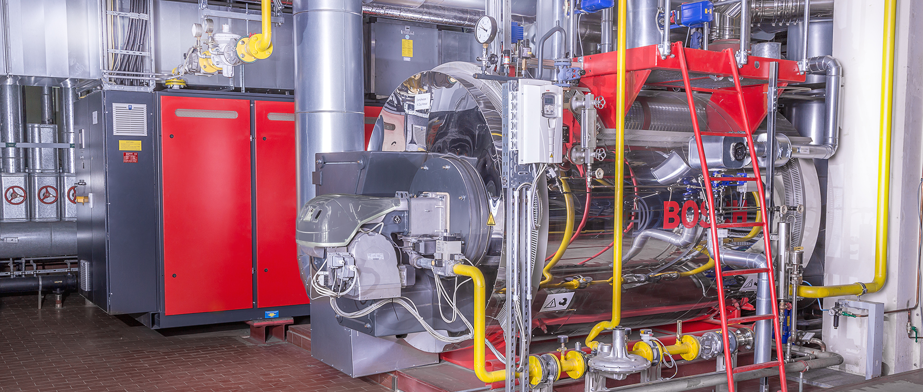 Combined heat and power unit with 4-pass waste heat boiler